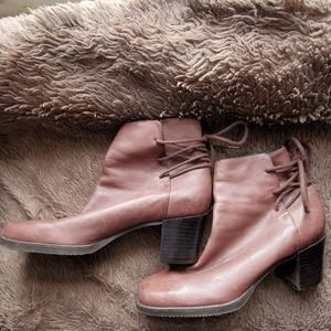 Enzo Angiolini brown laceback boots